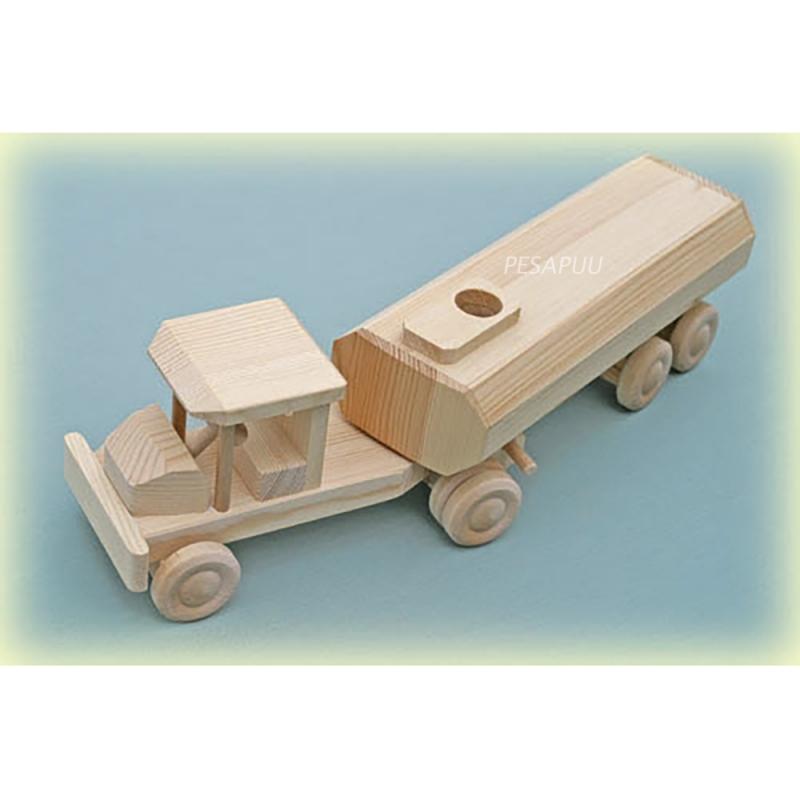 Puidust auto tsisterniga, väike