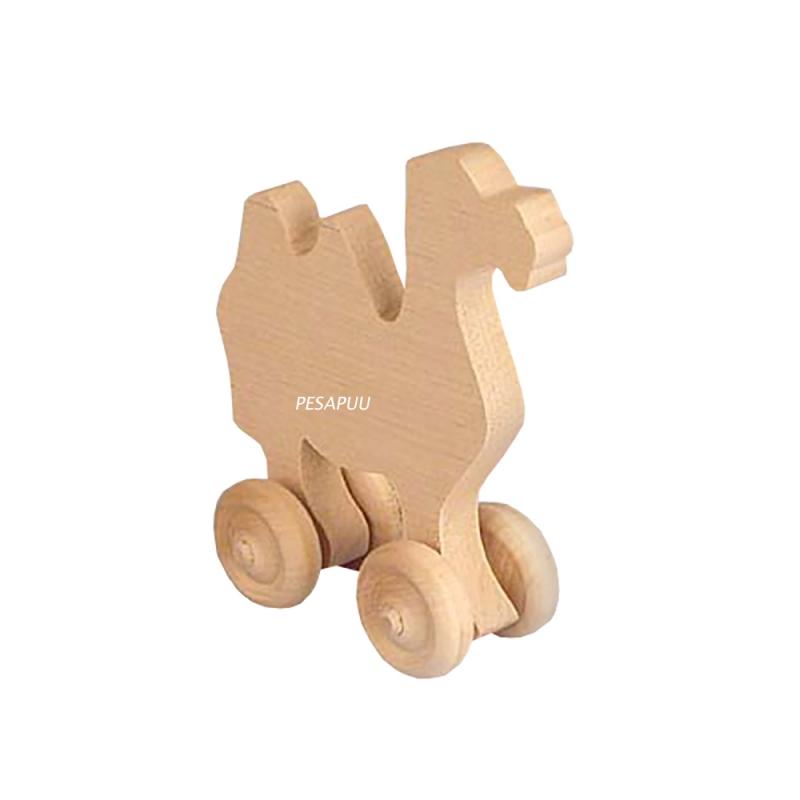 Puidust kaamel ratastega