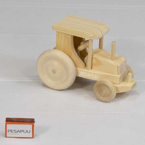 Puidust traktor vaike 1 PESAPUU.jpg
